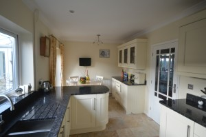 Multiwood Bowfell Cream Traditional Kitchen